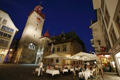 Der Kornmarkt mit dem Rathaus in Luzern Der Kornmarkt mit dem Rathaus in Luzern